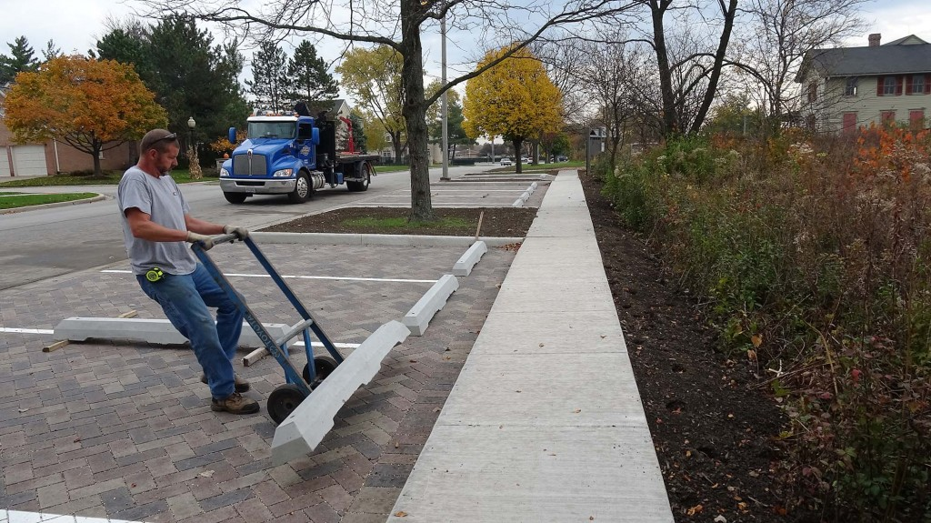 placing-concrete-wheel-stops-11-2-16-dsc01943